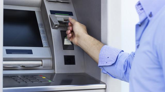 Limites aos débitos diretos: Da periodicidade às 'listas negras'