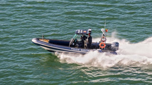Embarcação de pesca ardeu nos Açores, tripulantes foram salvos