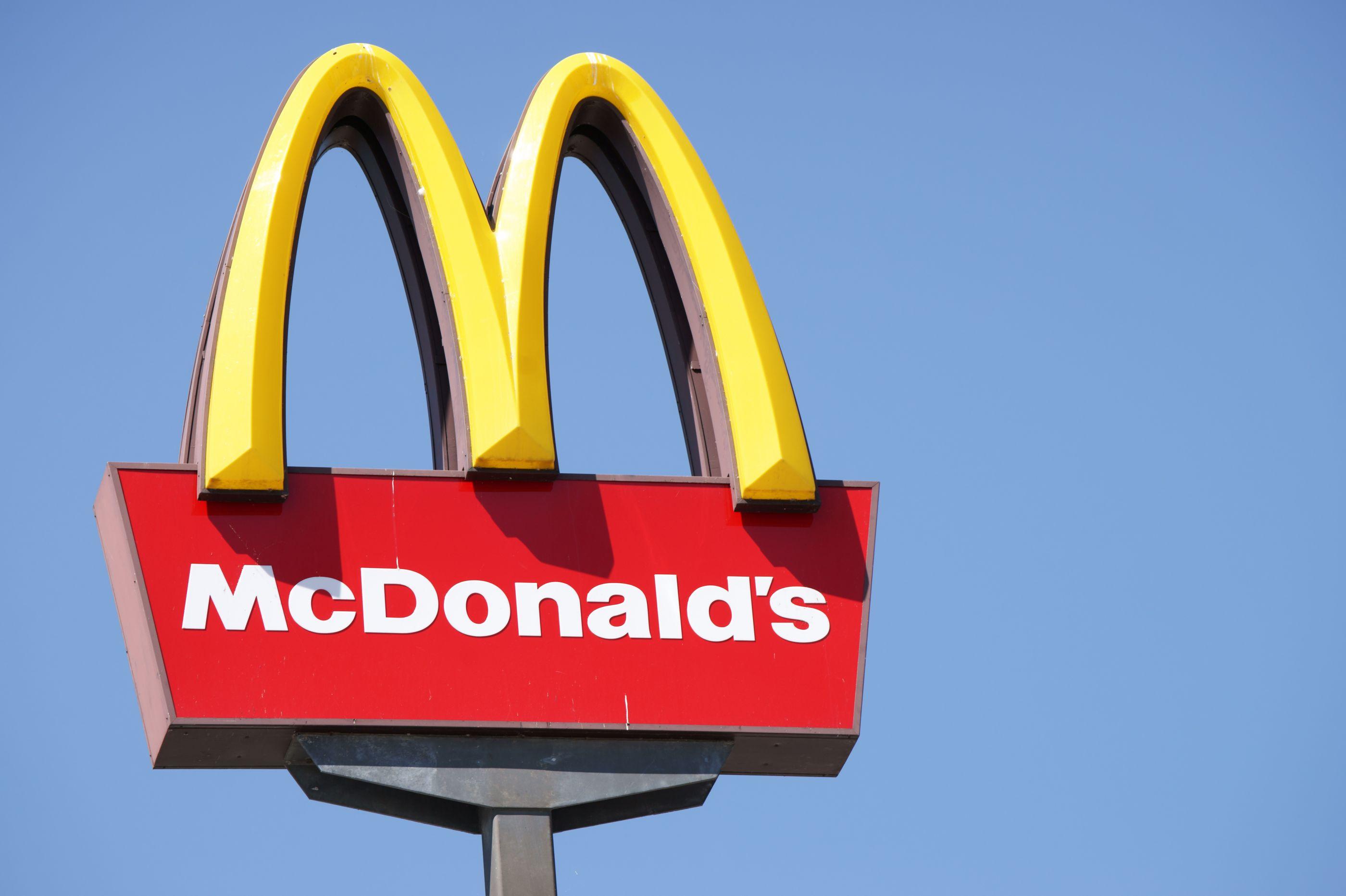 Menino queria um menu do McDonald's. Ligou ao serviço de emergência
