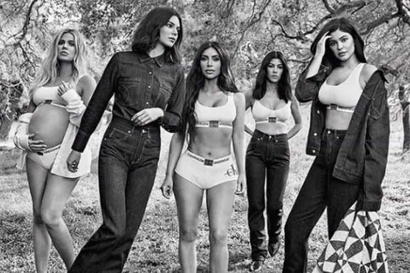 """Kendall Jenner confessa que se sentia insegura com as """"curvas"""" das irmãs"""