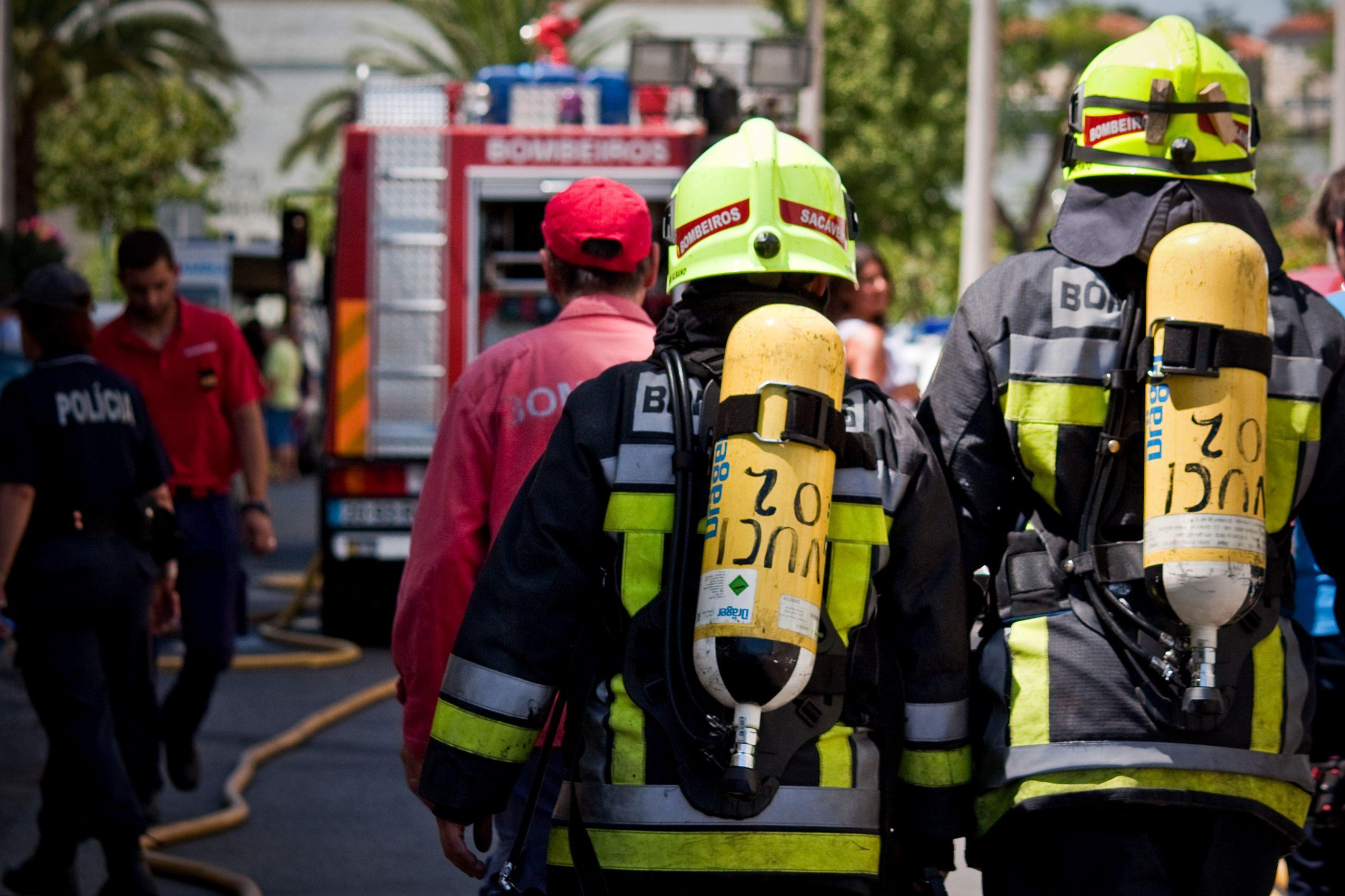 Incêndio em fábrica de móveis em Gondomar deixou 800 pessoas sem luz