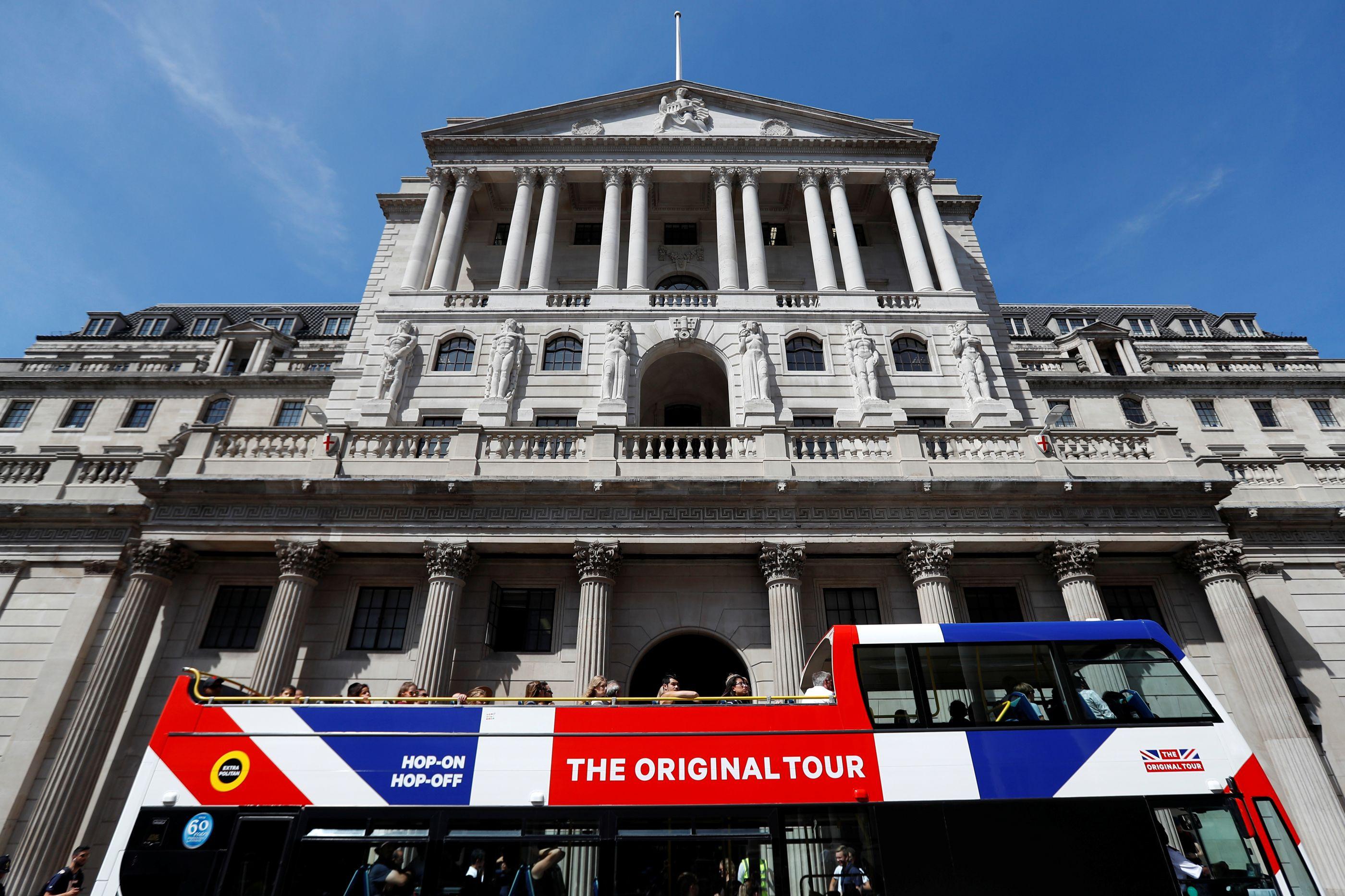 Banco de Inglaterra diz que 'incerteza' continua a penalizar economia