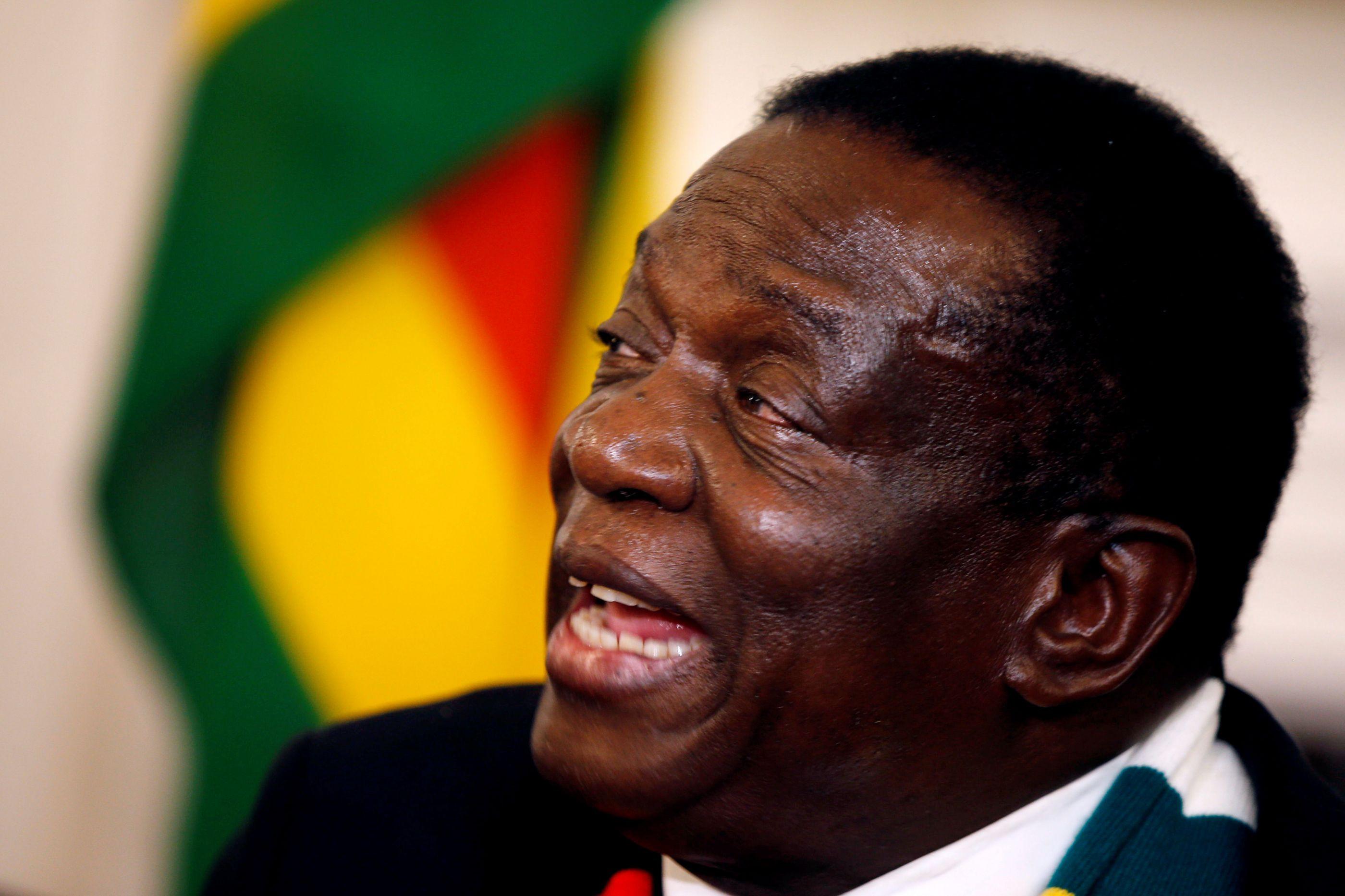 """Vídeo de abusos da polícia deixa presidente do Zimbabué """"estupefacto"""""""