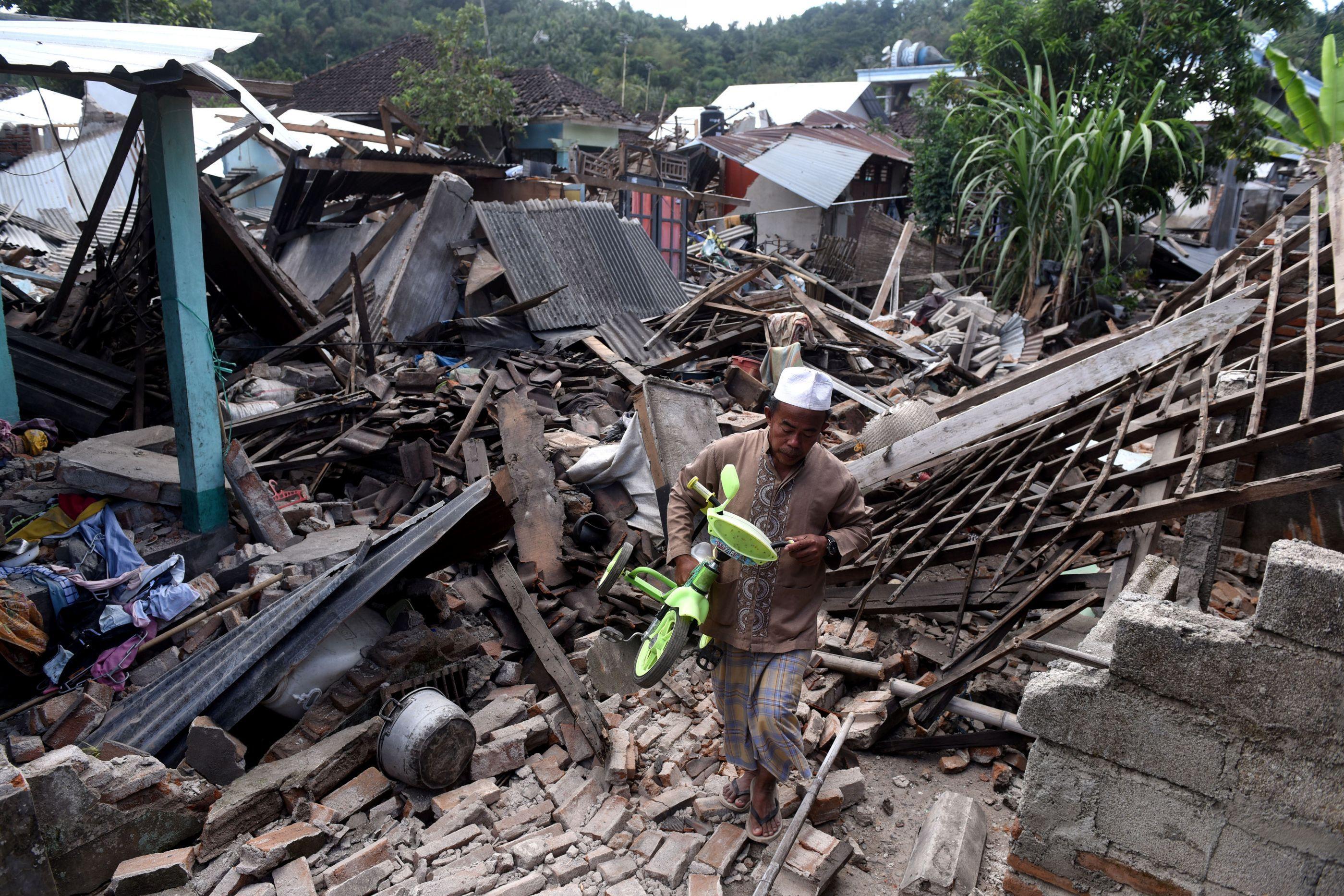 Novo sismo de 5.2 na Indonésia após abalo que matou 1.948 pessoas