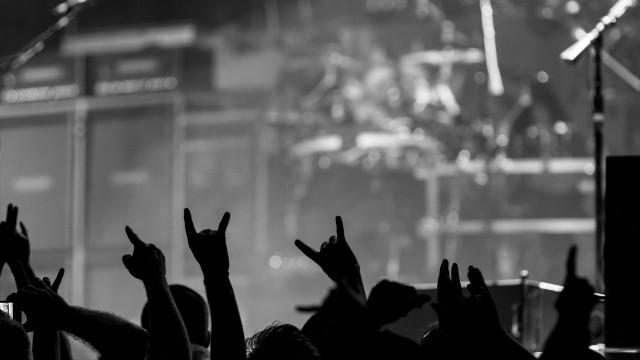 Banda de metal reage a morte de fã durante concerto em Londres