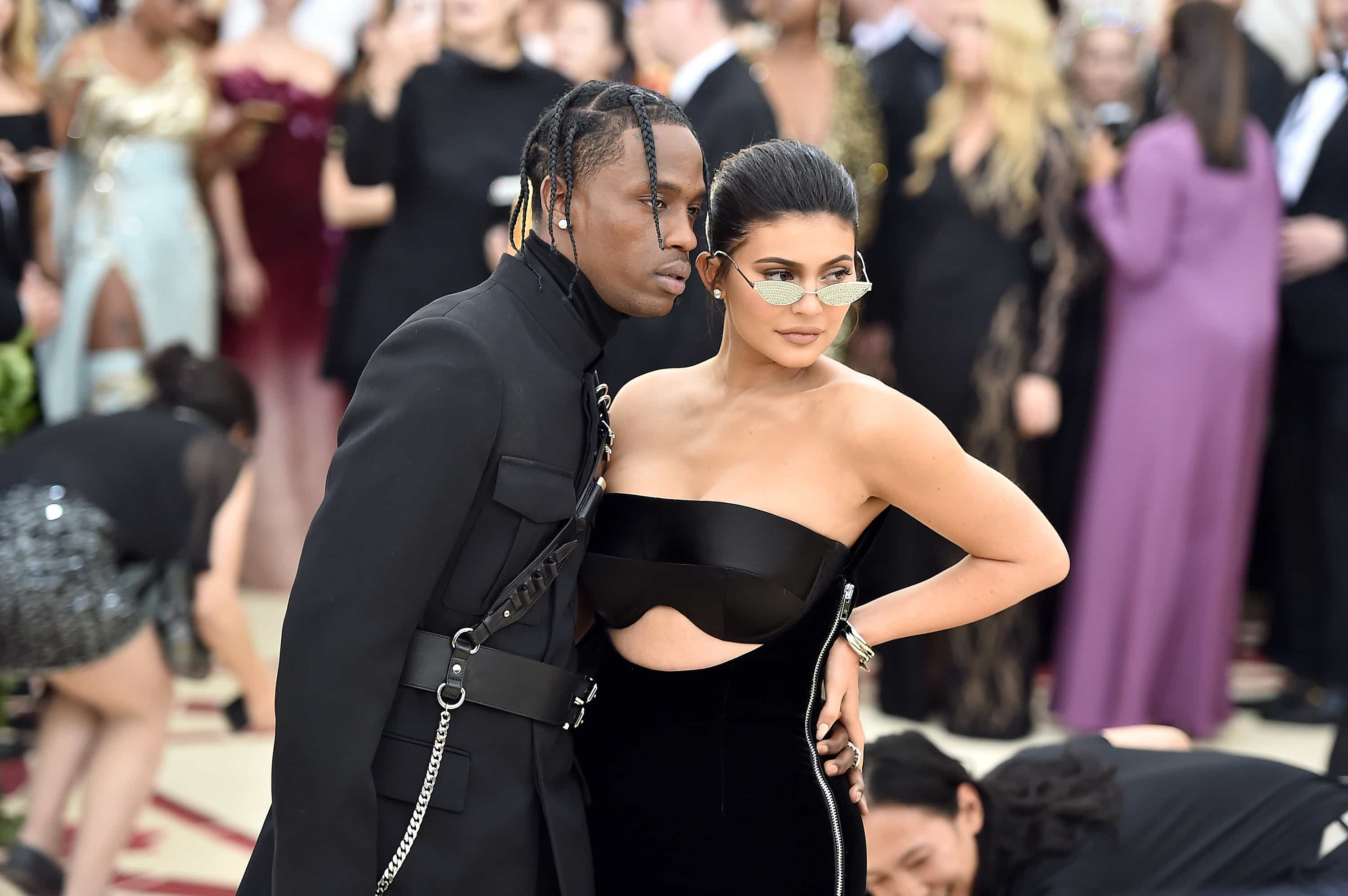 Romantismo e sensualidade: As novas fotos Kylie Jenner e Travis Scott