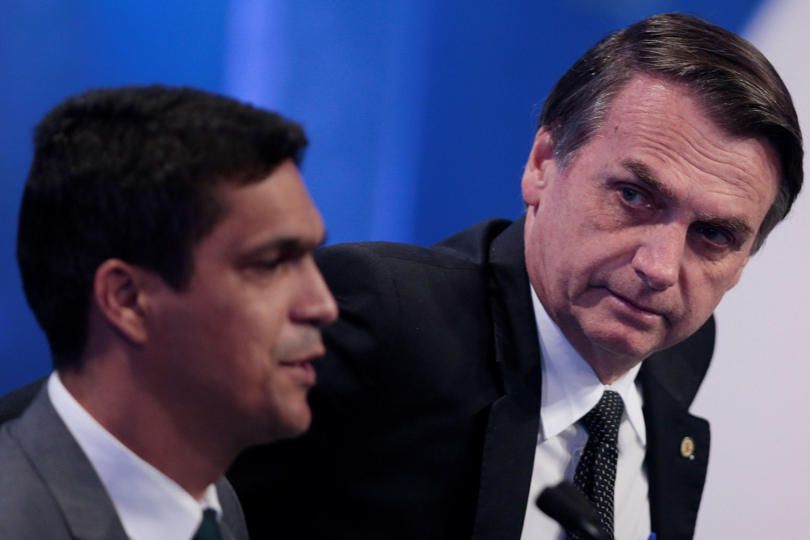 Bolsonaro vai assinar decreto para legalizar posse de arma