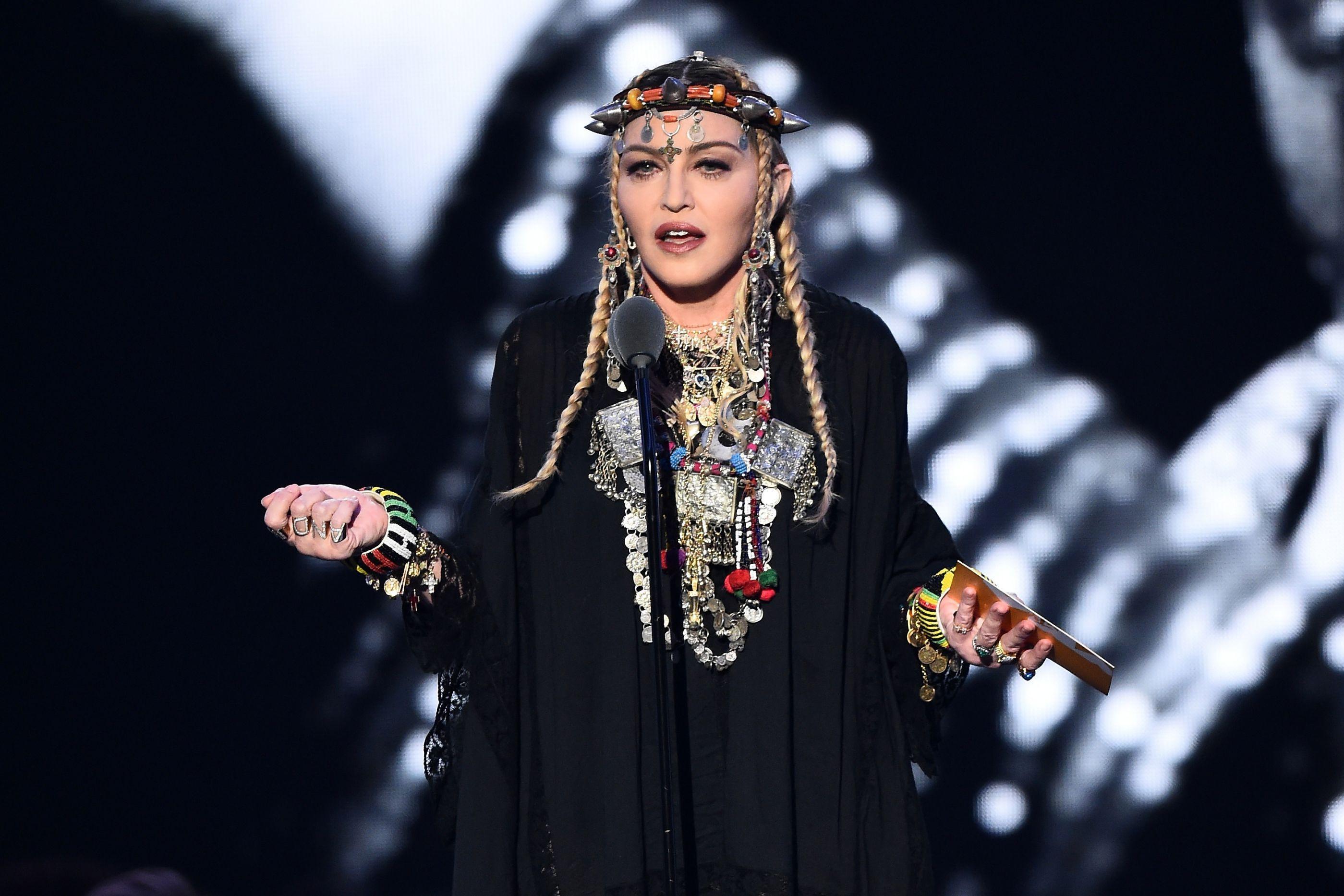 Vídeo: Madonna mostra dotes da filha a tocar piano