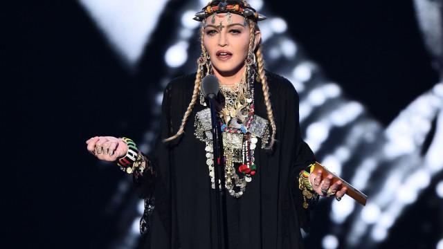 Madonna pode ter confirmado rumor de que colocou silicone no rabiosque
