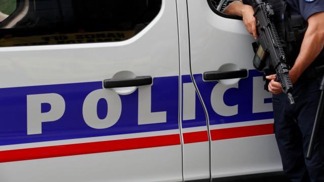 Polícia alveja mortalmente colega durante jogo de rapidez