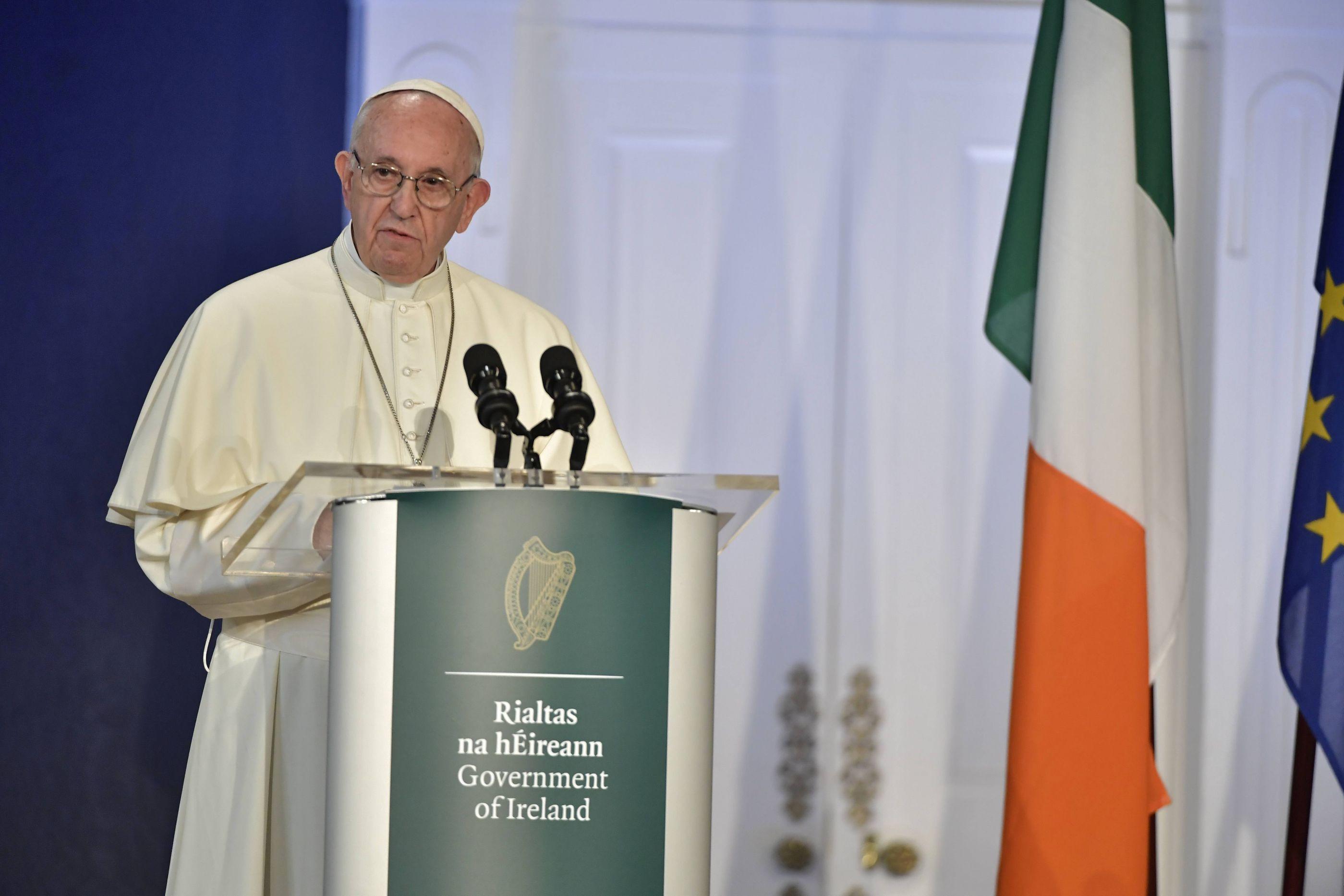 Papa lamenta no Vaticano resposta da Irlanda a abusos sexuais