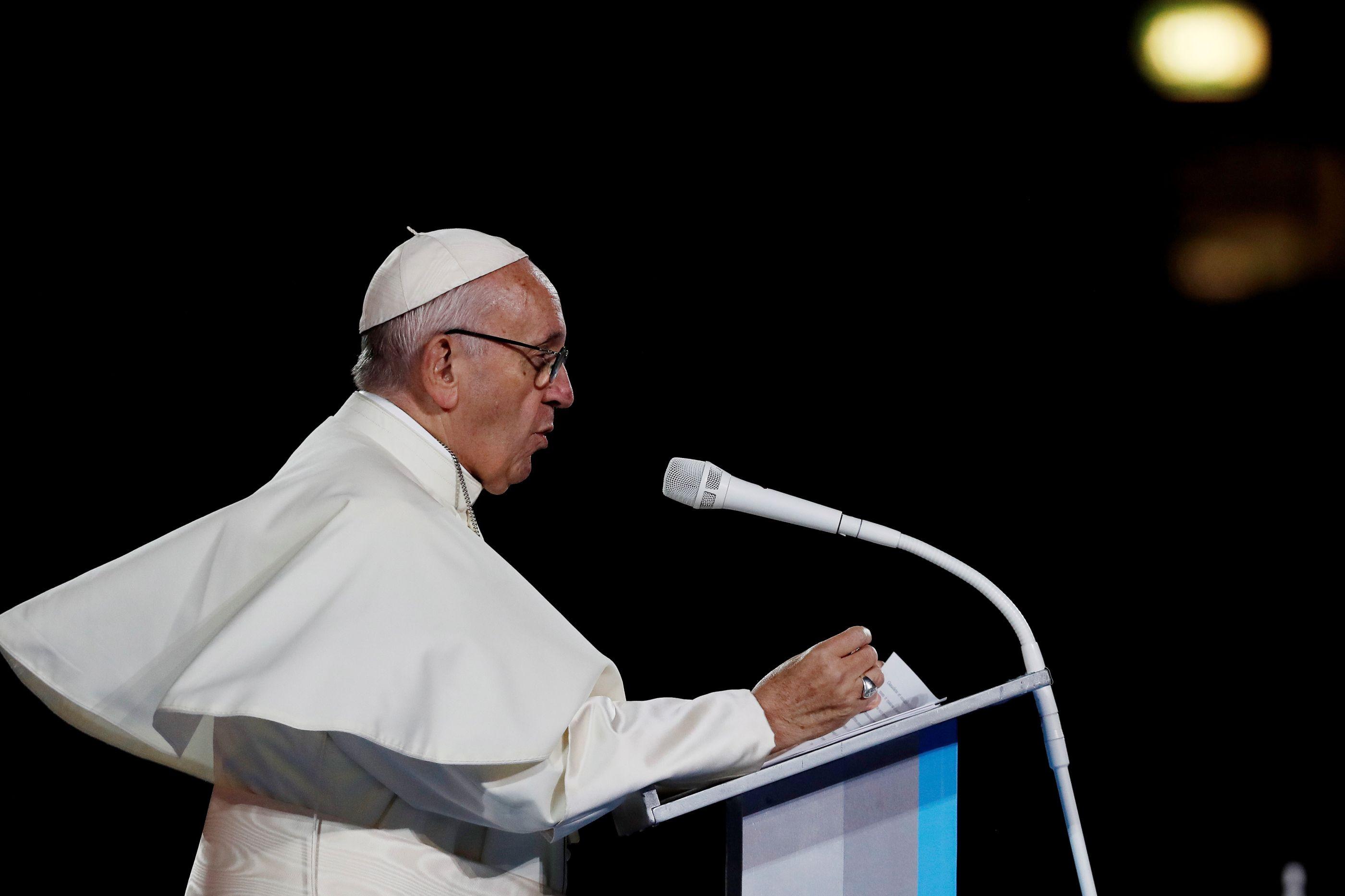 """Papa critica """"deus dinheiro"""" por criar """"sociedades desumanas e injustas"""""""