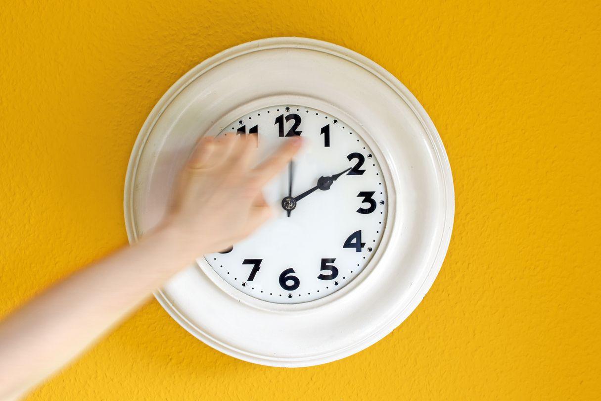 Não se esqueça: Relógios adiantam uma hora na madrugada de domingo
