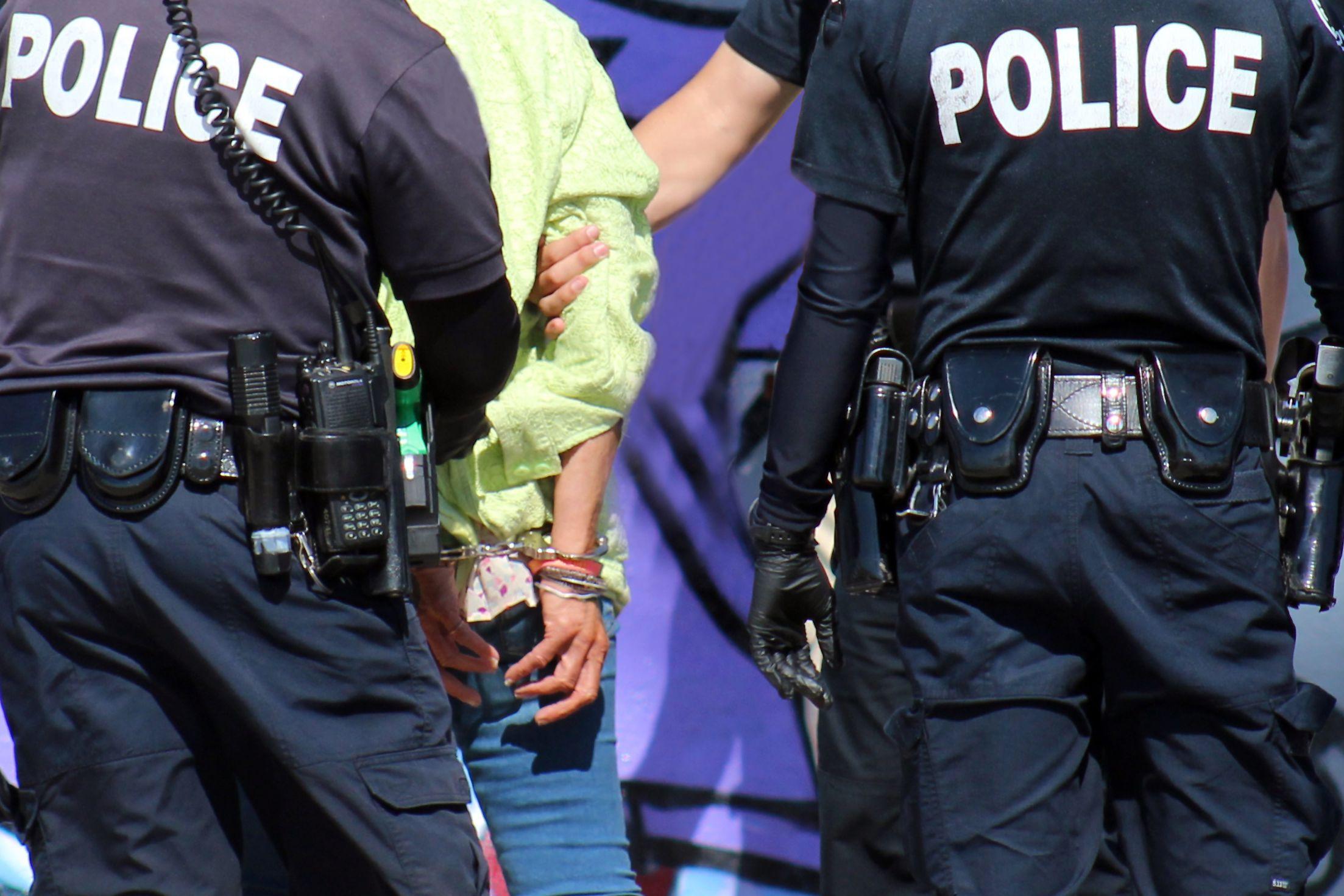 Polícia invade casa para resgatar criança com mais de 40ºC de febre