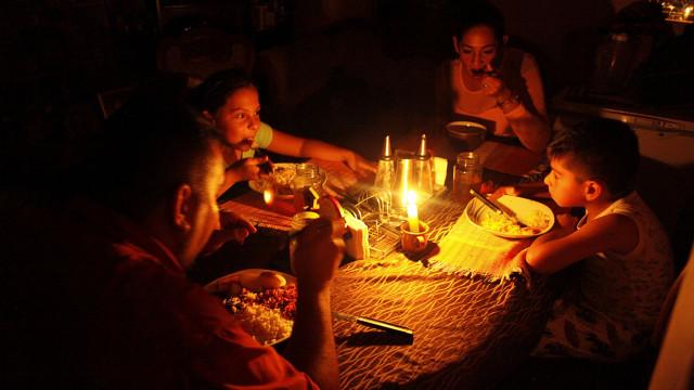 Falha no sistema elétrico deixa pelo menos metade da Venezuela às escuras