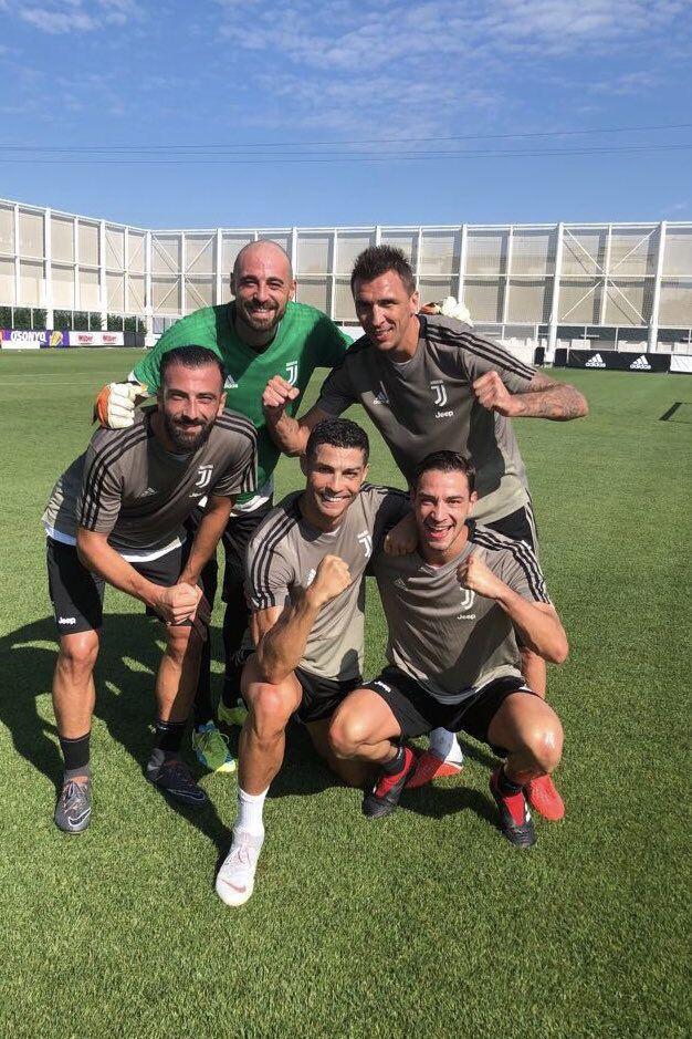 Ronaldo continua a treinar com o olho negro