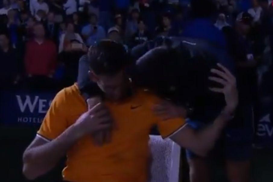 Del Potro em lágrimas foi consolado por Djokovic