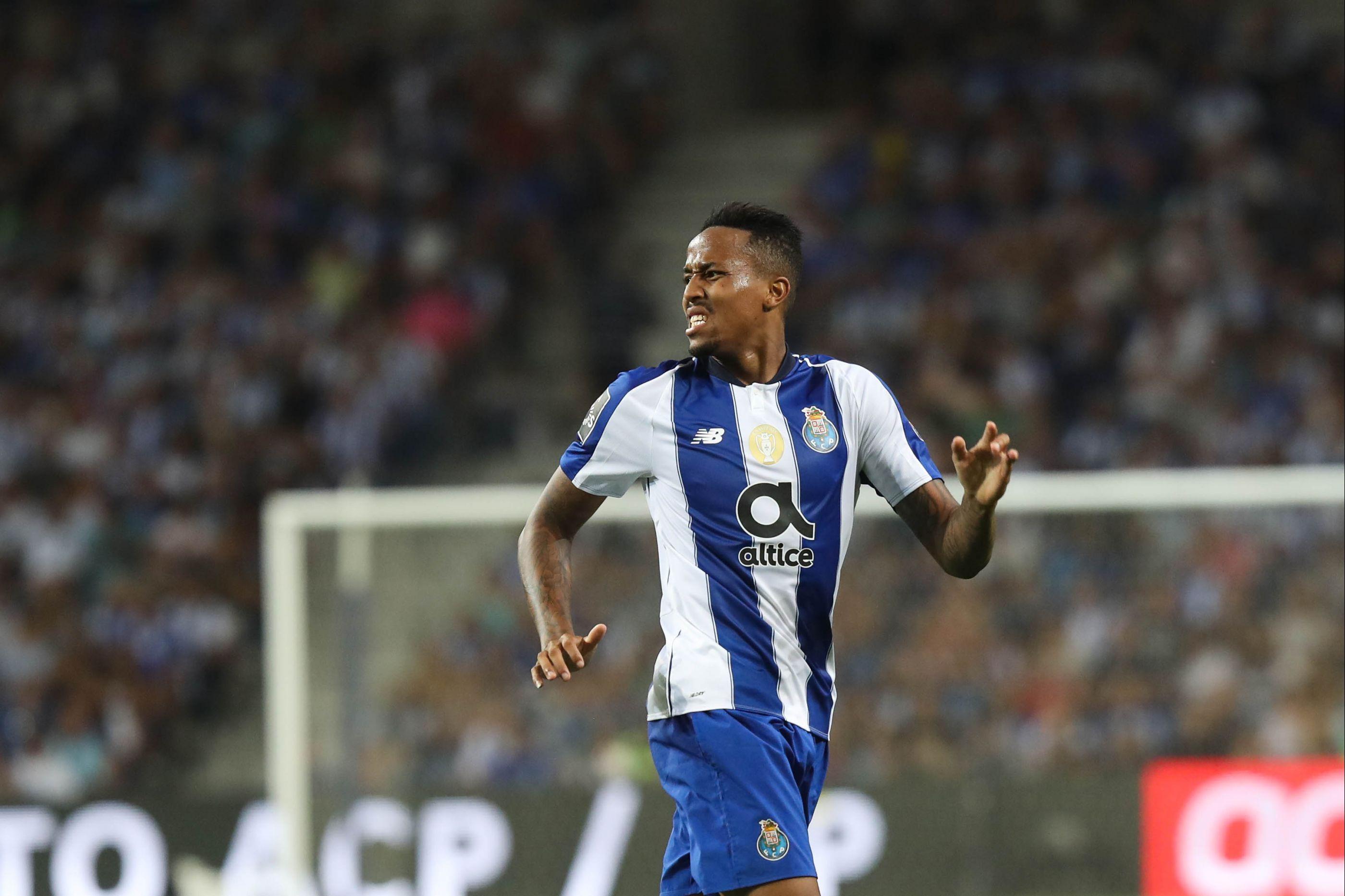 'Chegar, ver e... vender': Os negócios da China do futebol português