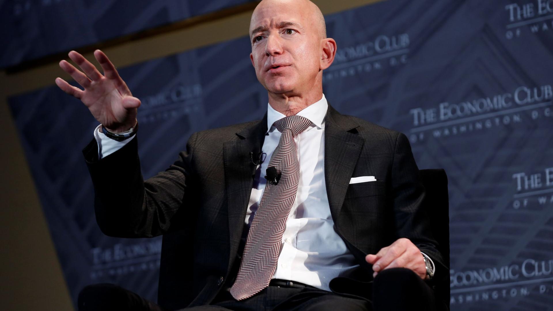 Passeio no Espaço com Jeff Bezos leiloado por 28 milhões de dólares