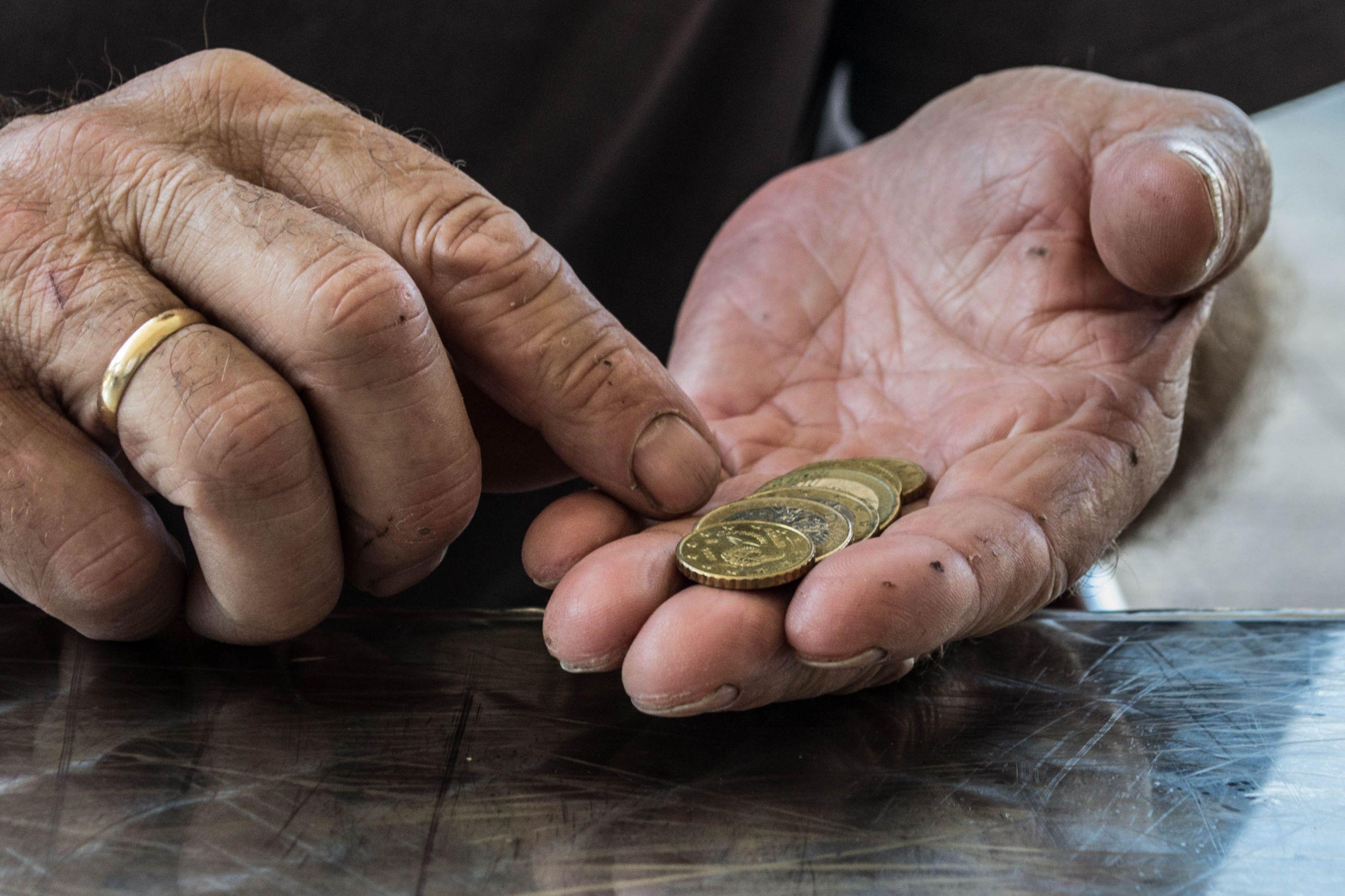 Casal burla cinco mil euros a idoso. Ficou sem dinheiro para comer