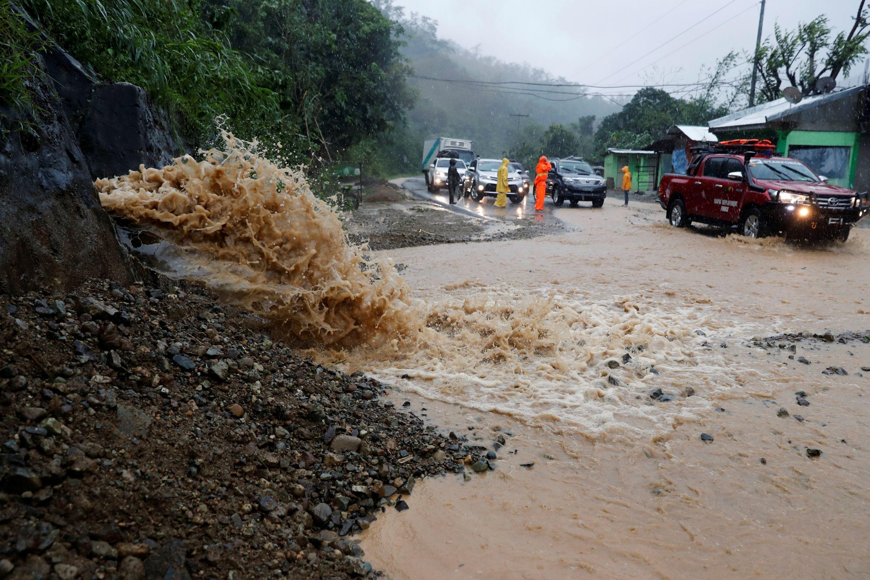 A fúria do tufão Mangkhut e o cenário de destruição em imagens