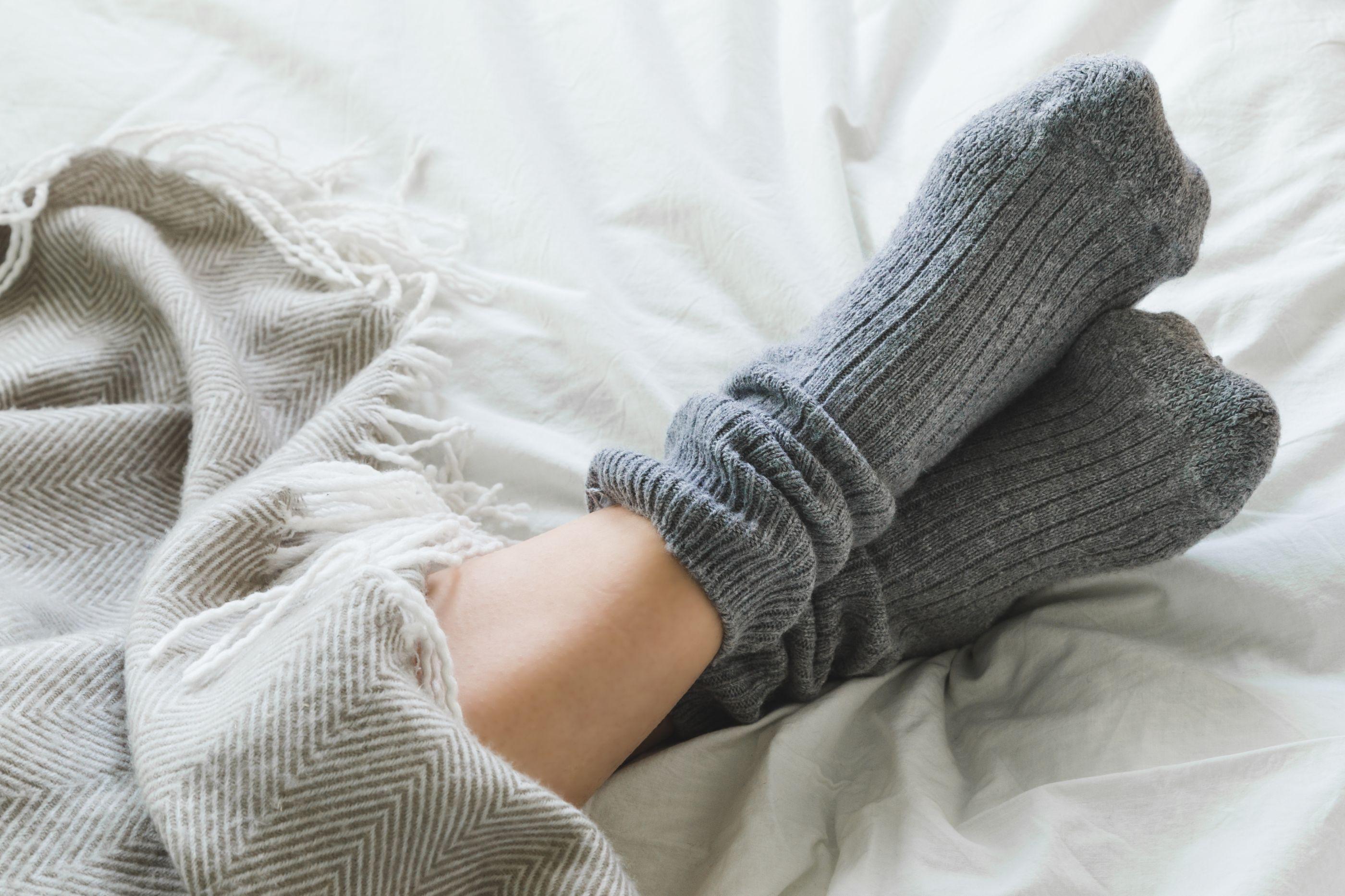 Dormir com meias, sim ou não? A questão mantém-se em aberto na ciência