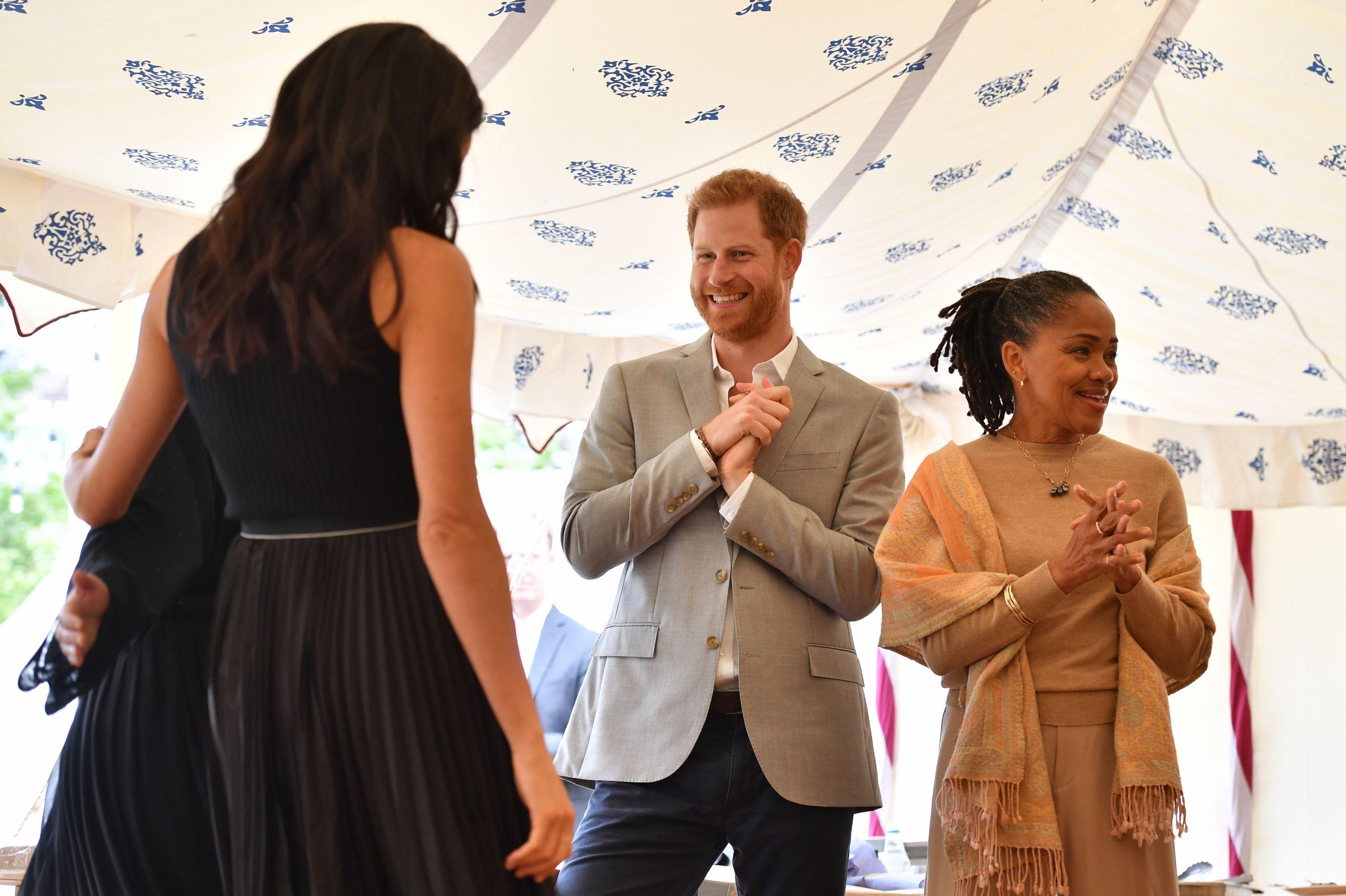 O momento constrangedor do príncipe Harry durante um evento oficial