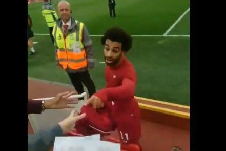 O gesto de Salah que deixou este pequeno adepto a chorar (de felicidade)