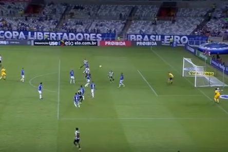 Gabigol marca novamente e a confirma estatuto de goleador no Brasil