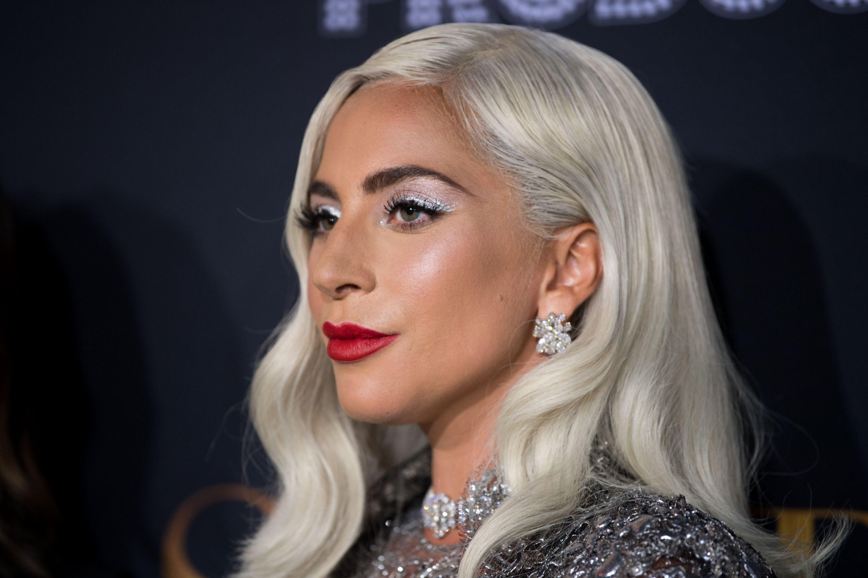 Ups! Look trai Lady Gaga e cantora mostra demais