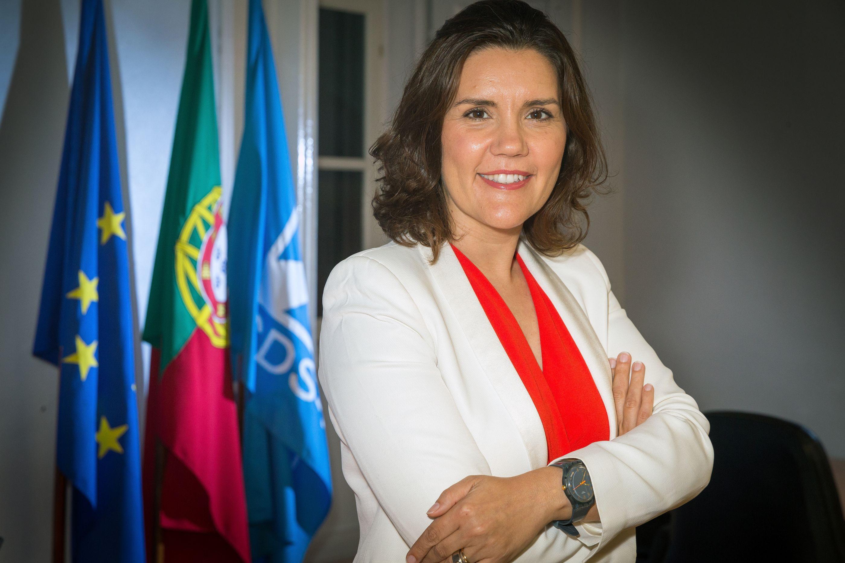 """Cristas foi ao palco do São Carlos """"reforçar"""" redução do IVA na Cultura"""