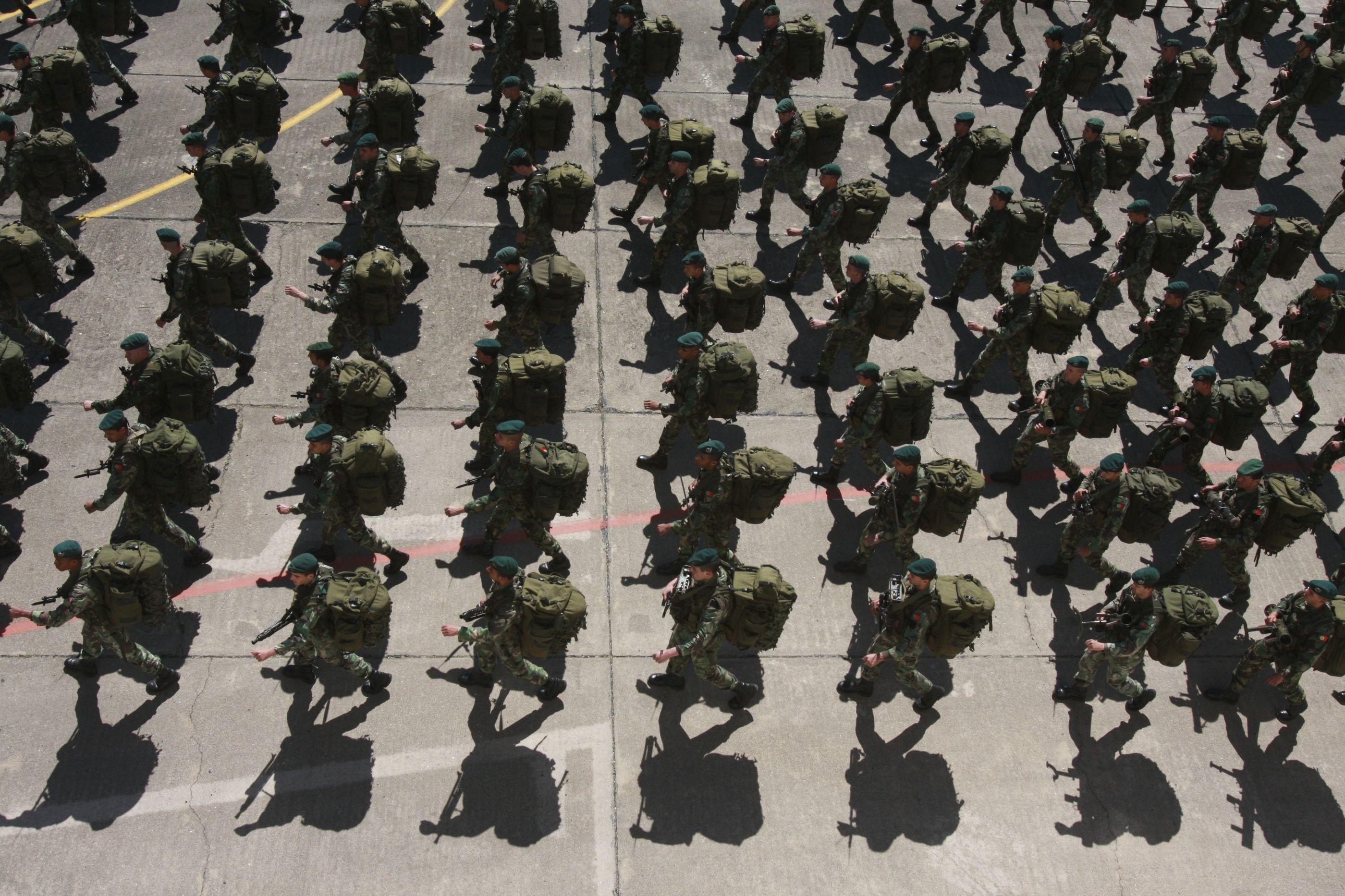 Seis militares acusados de abusar de uma mulher soldado