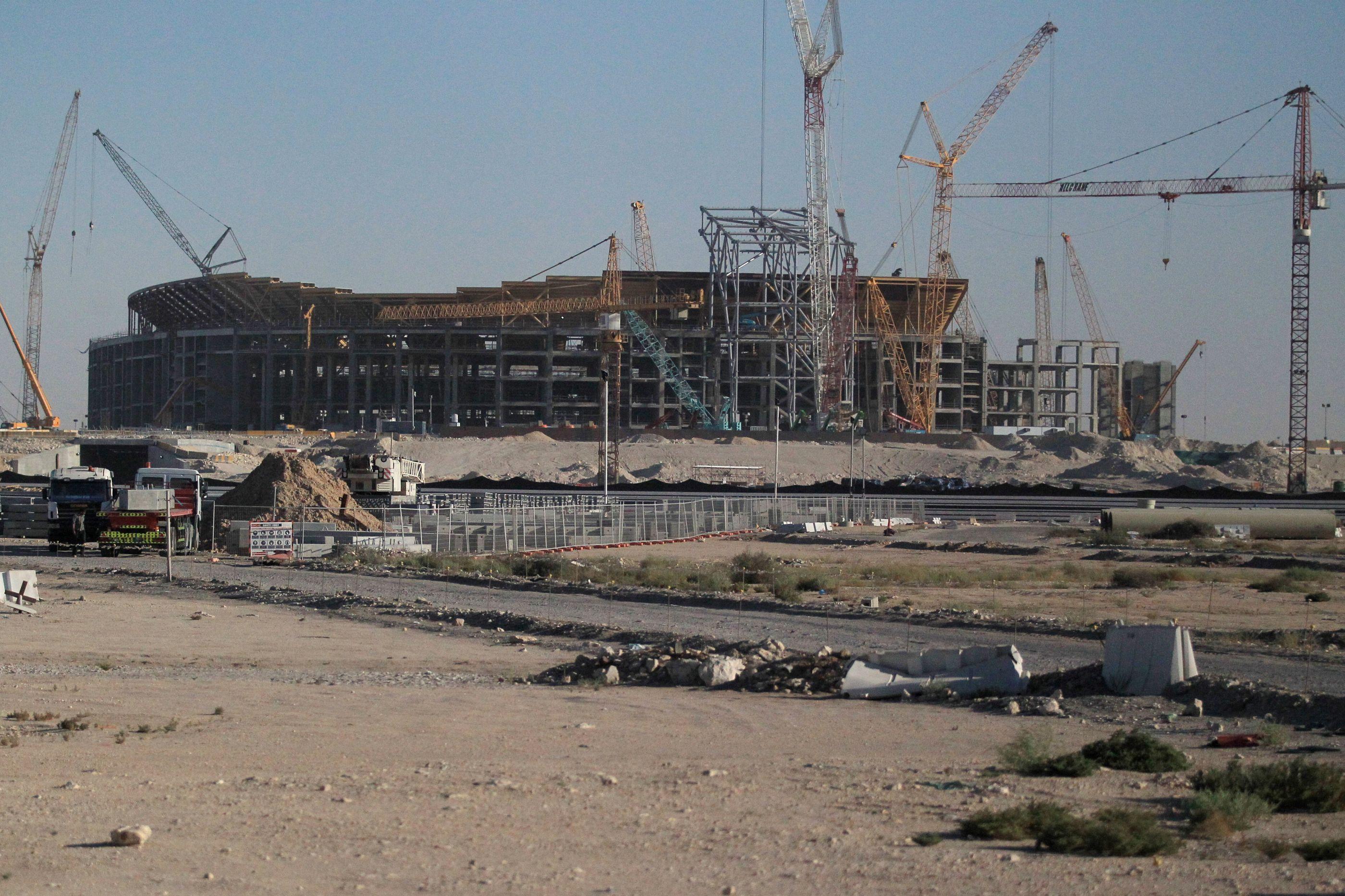 Amnistia denuncia abusos de empresa em construção de estádios no Qatar