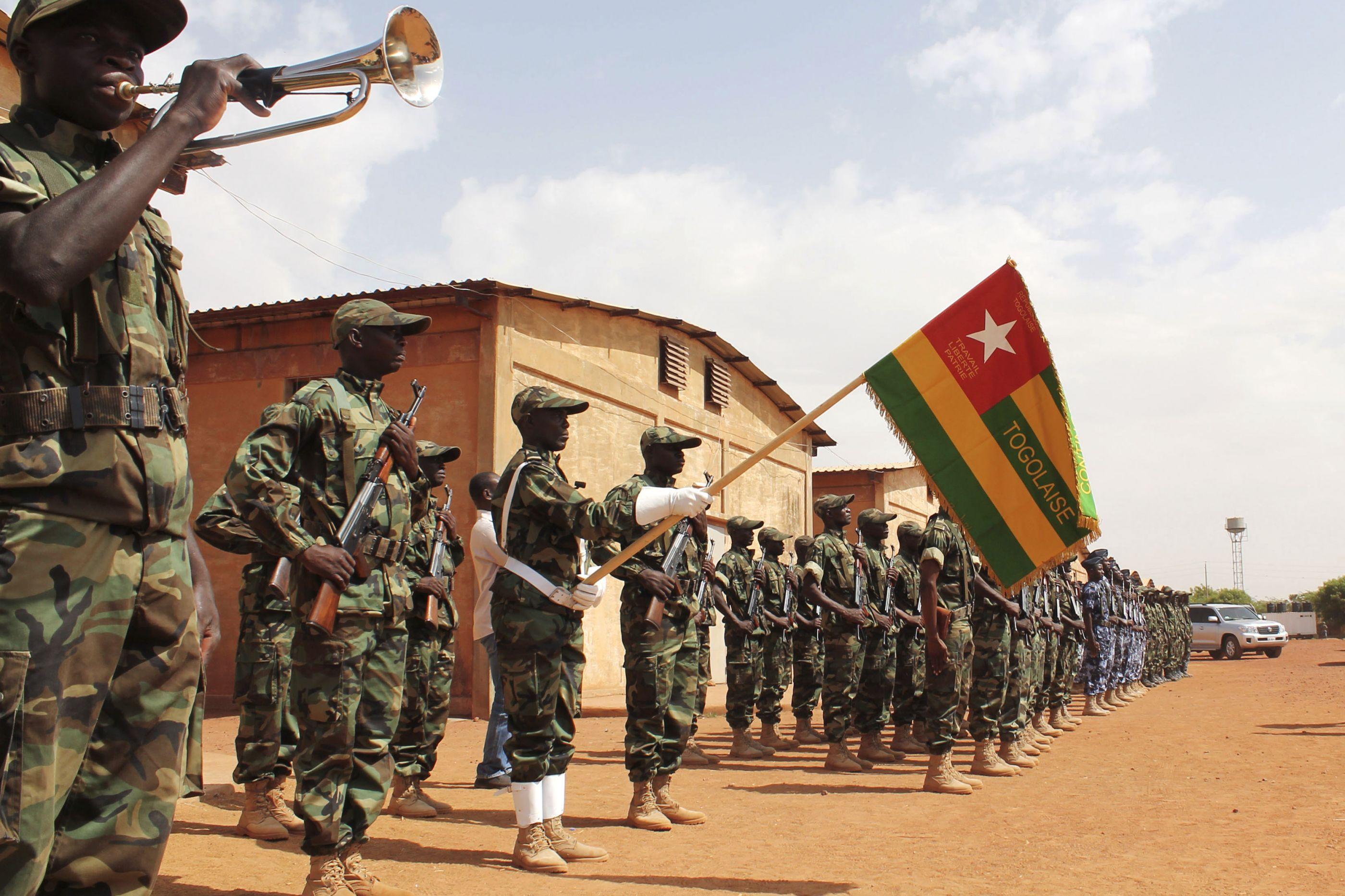 Mali desfaz milícia envolvida em massacre e pune chefias militares