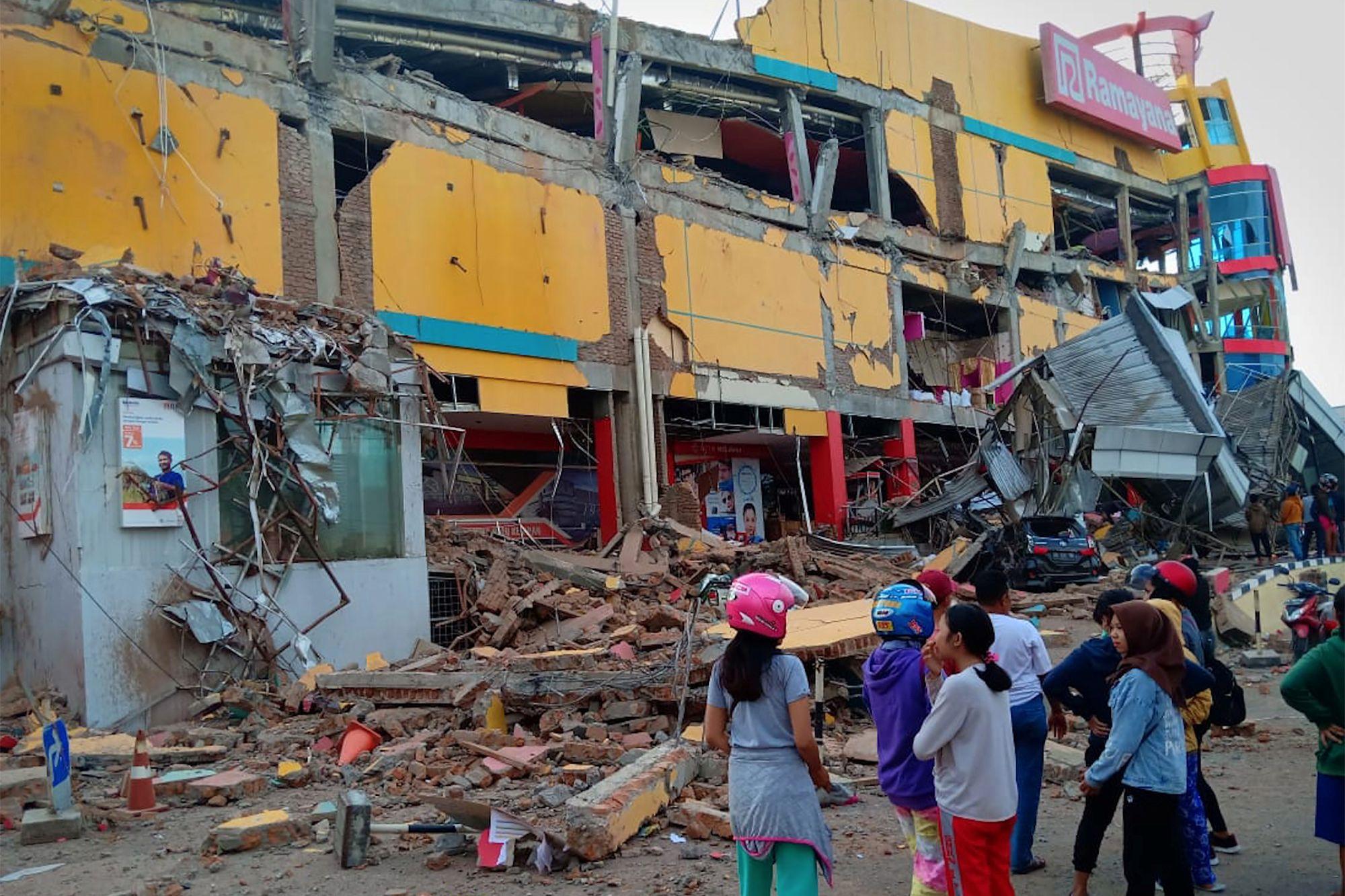 Subiu para 420 o número de vítimas mortais de tsunami na Indonésia