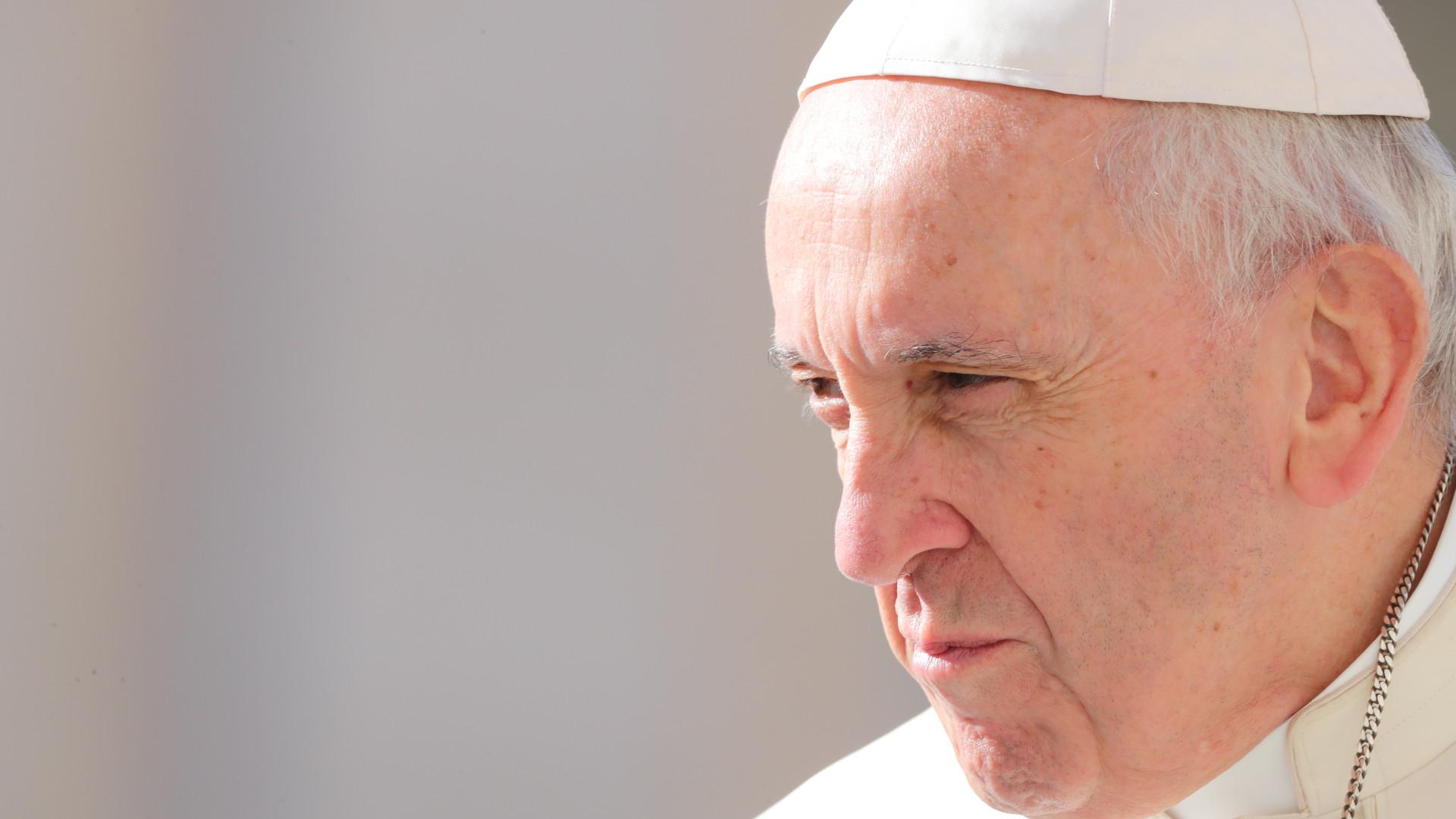 """Papa solidariza-se com os idosos pela """"solidão"""" em que vivem na pandemia"""