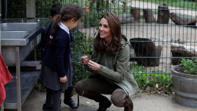 """""""Porque estão a tirar fotos?"""": A resposta de Kate Middleton a uma criança"""