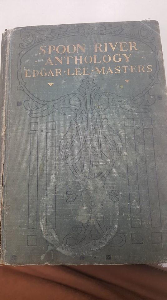 Livro é devolvido à biblioteca com um atraso de... 84 anos