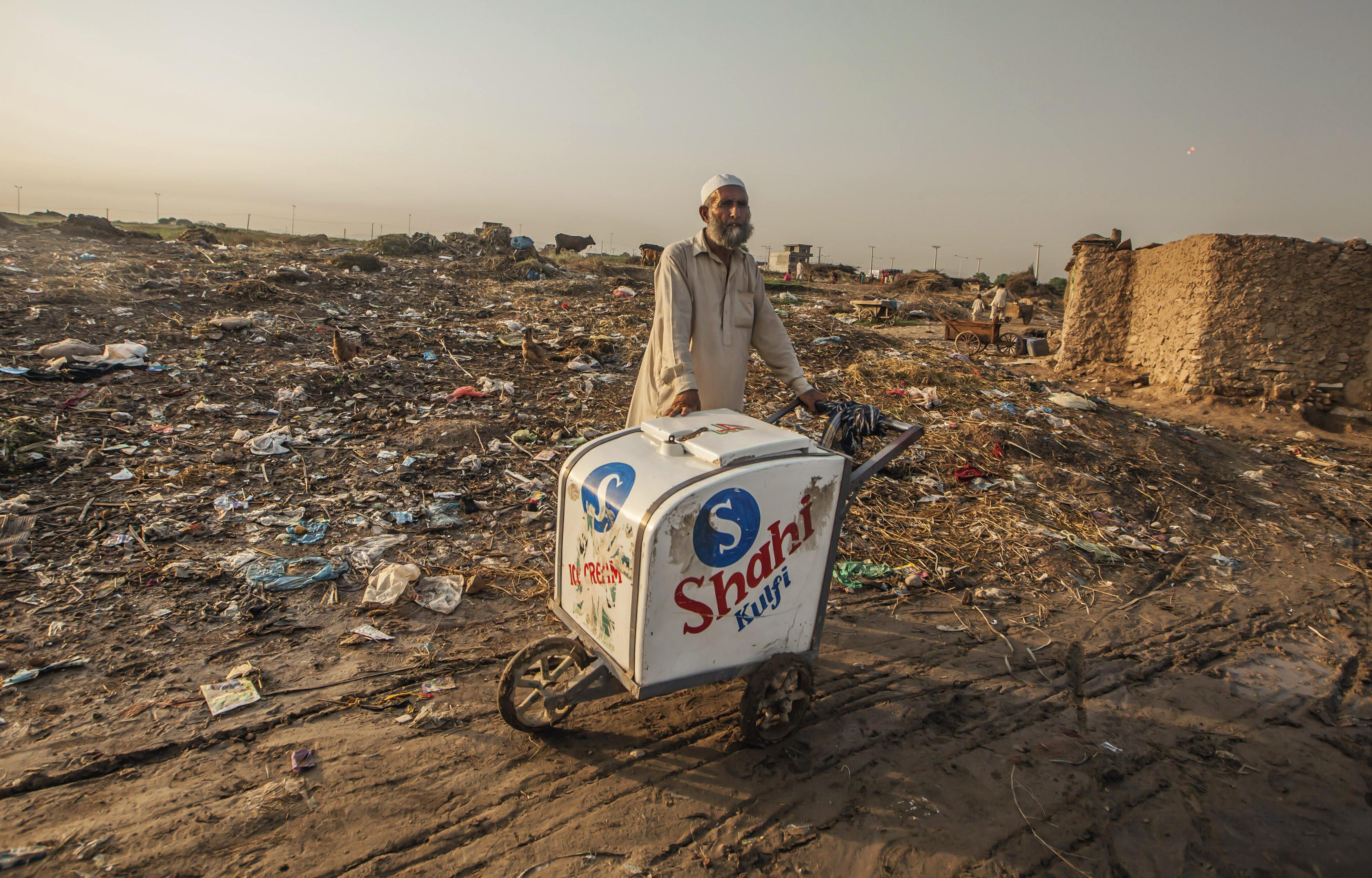 Vendedor de gelados paquistanês tinha milhões na conta e não sabia
