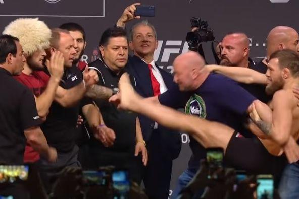 McGregor está de volta e tentou pontapear Nurmagomedov na pesagem