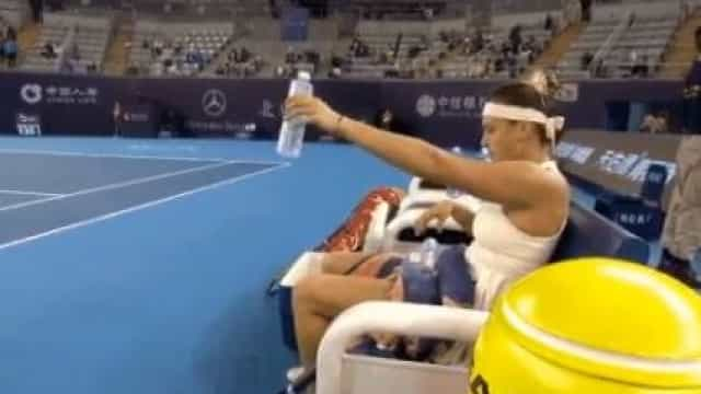 Este gesto de Sabalenka está a indignar o mundo do desporto