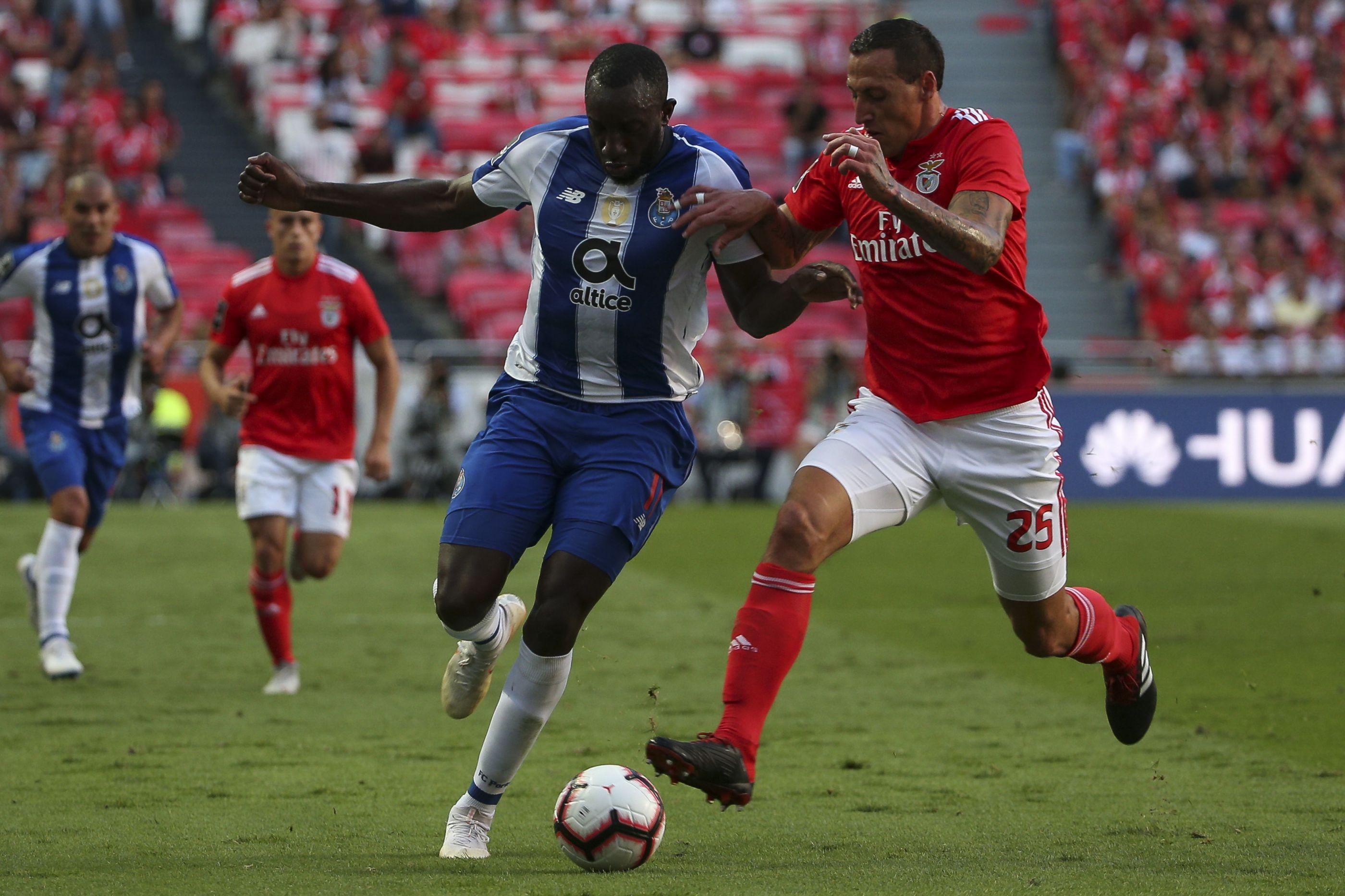 [0-0] Benfica-FC Porto: Sérgio Oliveira entra nos dragões.