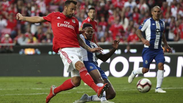 Chocolate suíço 'caiu' mal ao dragão e Benfica chega à liderança