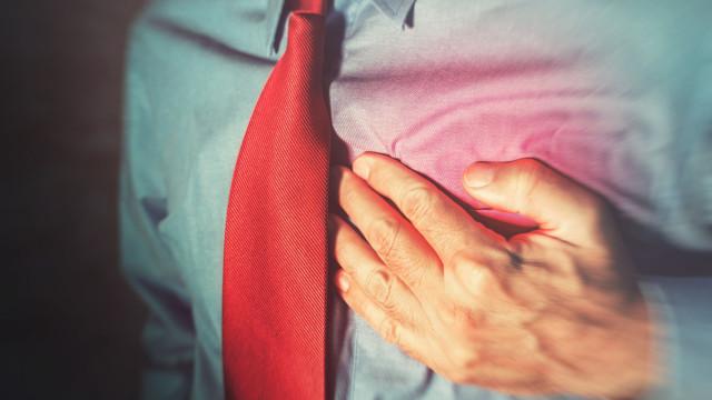 Saiba como o trabalho o coloca em risco de sofrer paragem cardíaca fatal
