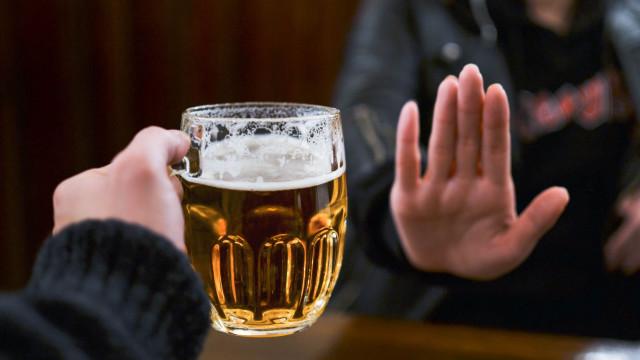 O leitor perguntou: O que acontece ao corpo quando não se bebe por 1 mês?
