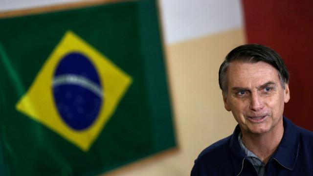 Bolsonaro assina decreto que extingue horário de verão no Brasil