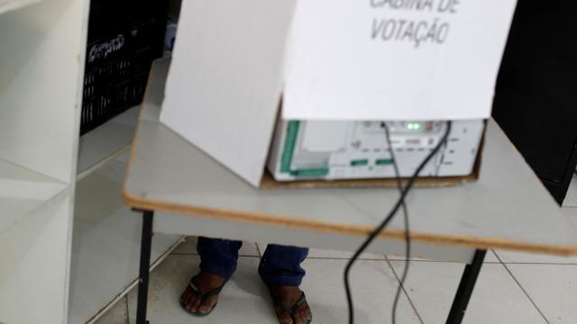 Candidatos 'barrados' por justiça no Brasil recebem 3,7 milhões de votos