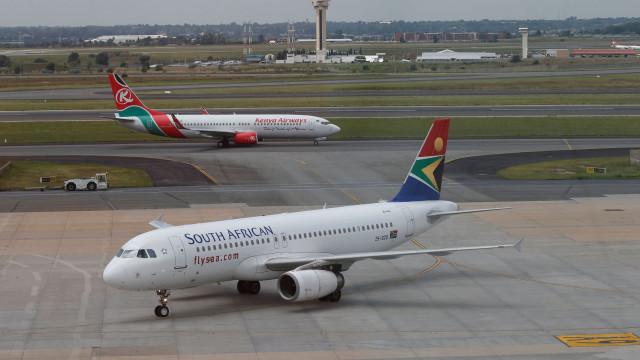 Roubaram dinheiro e joias a passageiros que dormiam no avião