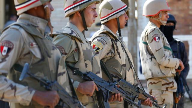 Ataque suicida no Egito faz sete mortos. Há registo de 26 feridos