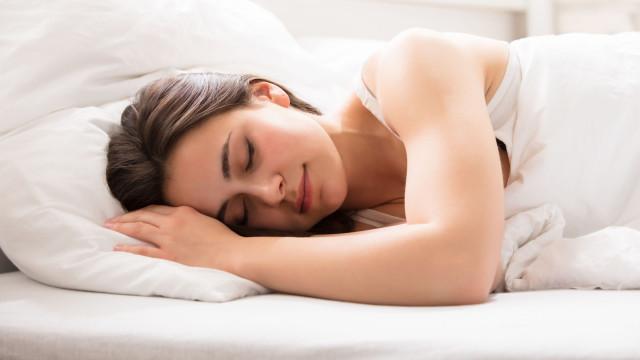 Dormir assim aumenta em quatro vezes a probabilidade de engravidar